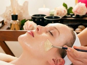 A Salon Like Facial At Home With These 7 Steps