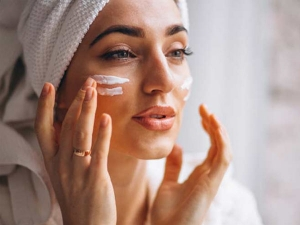 Home Remedies To Moisturize Your Dry Skin This Winter