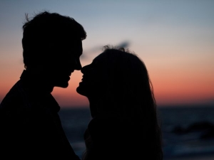 Kiss Day 2021 Date Ideas Importance Why To Celebrate