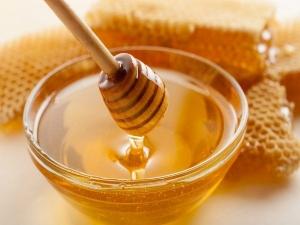 Six Homemade Honey Packs For Beautiful Skin