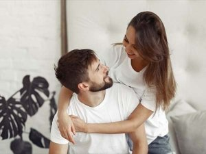 Ways Women Touch Your Arm And What It Means In Telugu